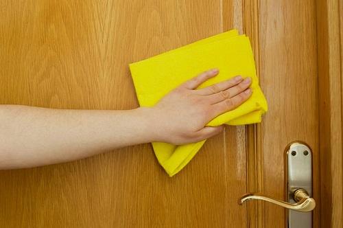 Как убрать жирное пятно с поверхности межкомнатных МДФ дверей